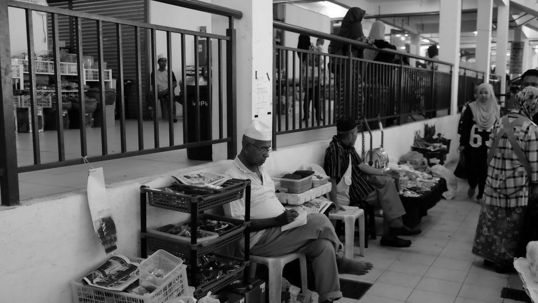 wet market scene Market Old Man Sitting Wait Activity Architecture Day Indoors  Large Group Of People Market Place Market Stall Marketplace People Real People Women