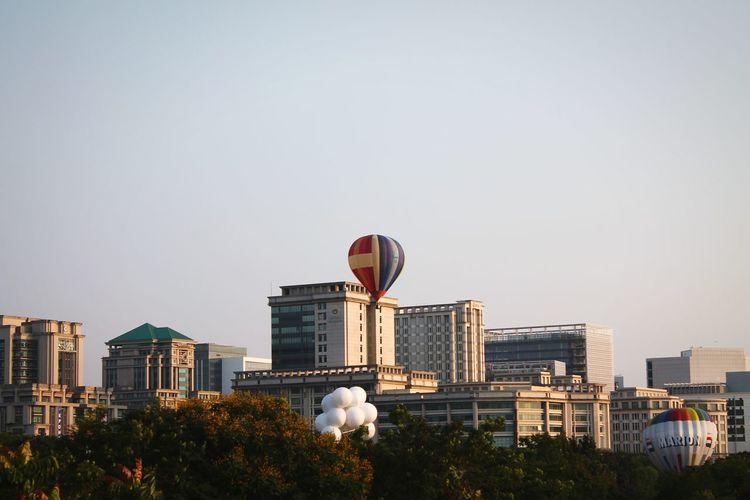 The Hot air balloon. EyeEm EyeEm Malaysia Landscapes Putrajaya,malaysia Hot Air Balloons Relaxing Time A Walk In The Park Malaysia Hot Air Balloon Festival