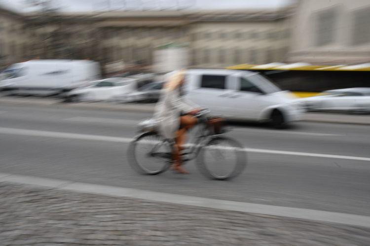 Trafic Unter den Linden Strassenverkehr Trafic Radfahrer Lkw öffentlicher Nahverkehr Unter Den Linden Historisches Gebäude Pkw Bus Motion Blurred Motion Transportation Speed Mode Of Transportation on the move City Land Vehicle