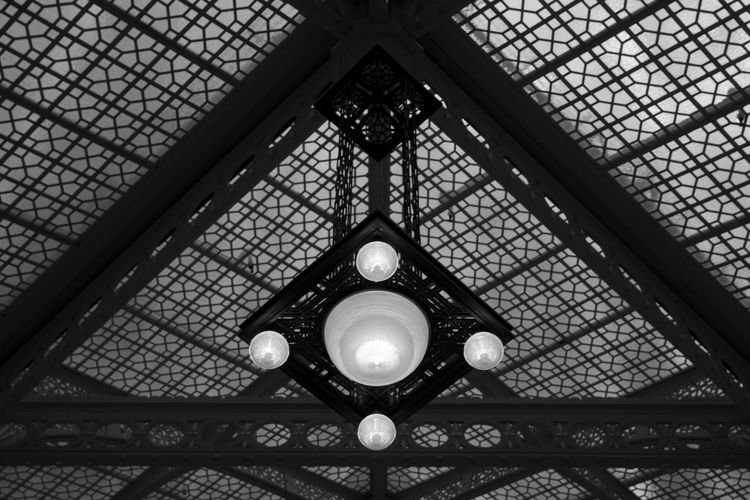 Amazing interior architectural detail in one of the buildings designed by Frank Lloyd Wright in Chicago, Illinois, USA. Architectural Feature Architecture Black & White Black And White Black And White Photography Blackandwhite Blackandwhite Photography Blackandwhitephotography Built Structure Ceiling Chicago Design Franklloydwright Illinois Illuminated Interior Low Angle View Modern Ornate Skylight Travel USA