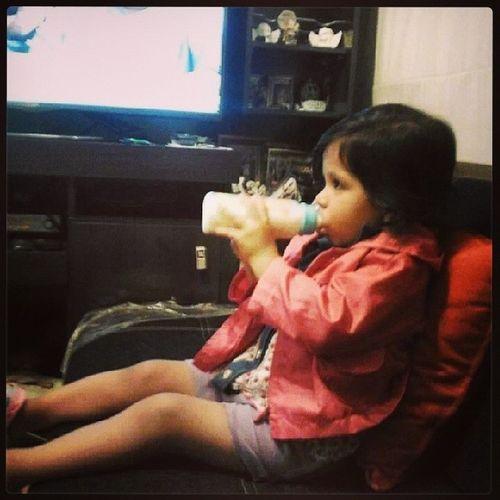 Valentina y su biberon ...hora de la leche Mamaxundia Mom Moments Ahijada life totafamily igersperu babygirl