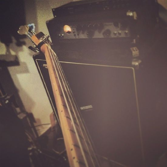 Fender Bass Ashdown Music loud hihi