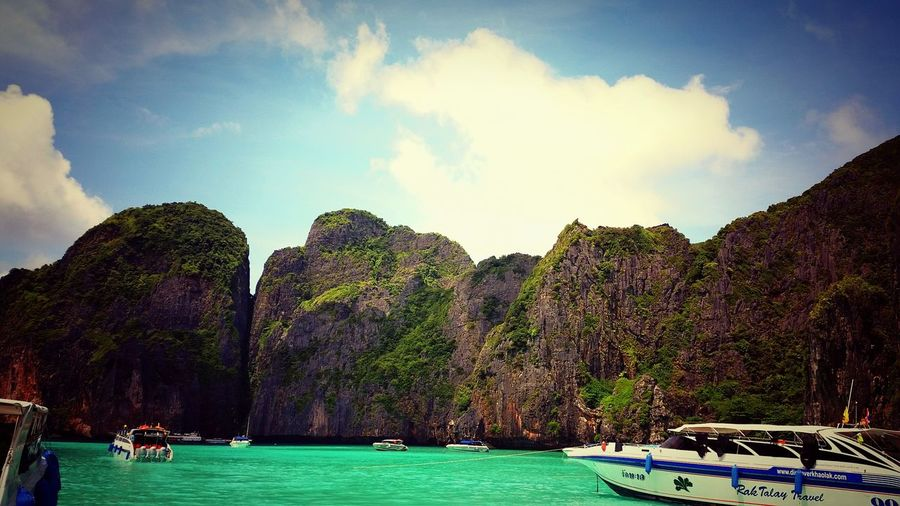 Khophiphi Islandhopping Islandhopper Thailand_allshots Thailand EyeEm Thailand Hello World Seascape Boat Trip Blue BackpackersMemories Backpacktraveler Sunny Day Enjoying Life Smartphonephotography Taking Photos Hanging Out