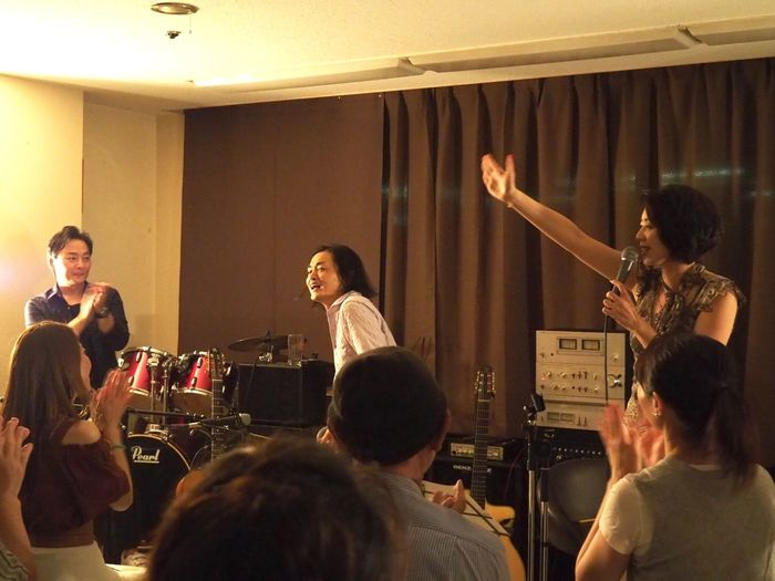 Kobe Japan ASIA Theaterjazzy Natsuki Morikawa Jazz Live Tomoki Inoue Keisuke Kurumatani Music Night Indoors  Smiling Olympus PEN-F 神戸 元町 日本 森川七月 井上知樹 車谷啓介