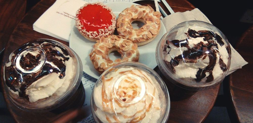 👊❤💧🎧 Enjoying Life Coffee ☕ Donuts🍩 Cravingsatisfied EyeEm Foodporn Mocha Frappe Starbucks Jcodonuts