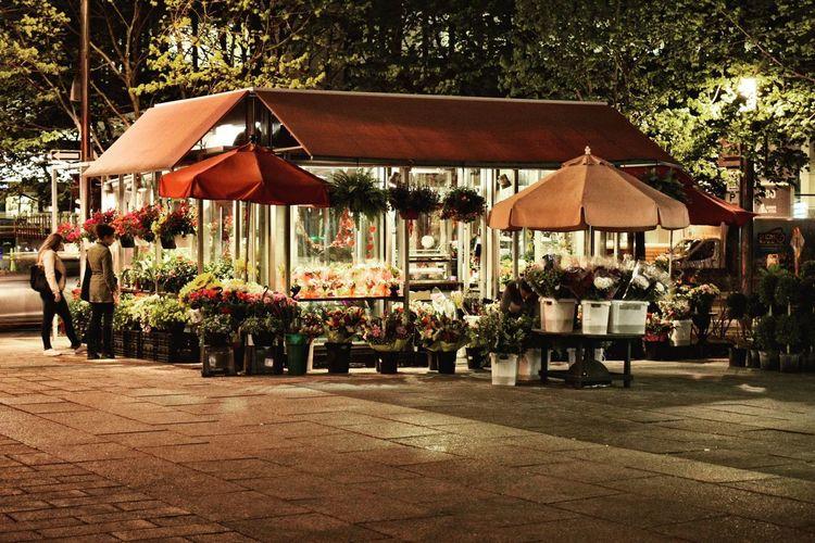 Flowershop On The Street🌷💕 Floweers Flowers,Plants & Garden Flowerlovers Flowering Plant Metro Station Montréal Flowernight