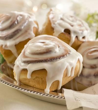 Iced Cinnamon Bun Bakery Cafe Breakfast Bun Cinnamon Dripping Fattening Food Icing Sweet Food