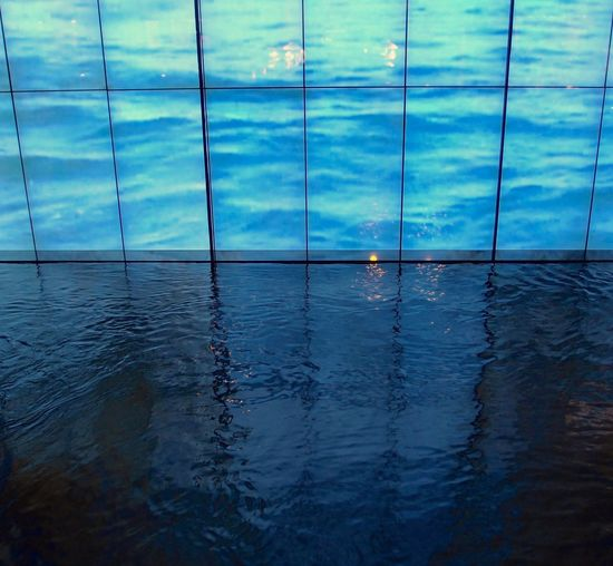 Blue Water Reflecting Light Reflecting Color Edge Grid Spot Of Light
