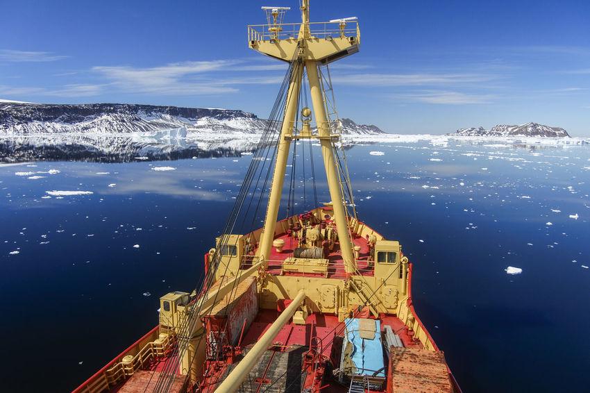 Antartica Magallanes  Nikon Nikonphotography Nikon 1  Nikon 1 J5 Vessel Buque Hielos Hielo EyeEm Selects Sea Water No People Technology Day Industry Nautical Vessel Outdoors Sky