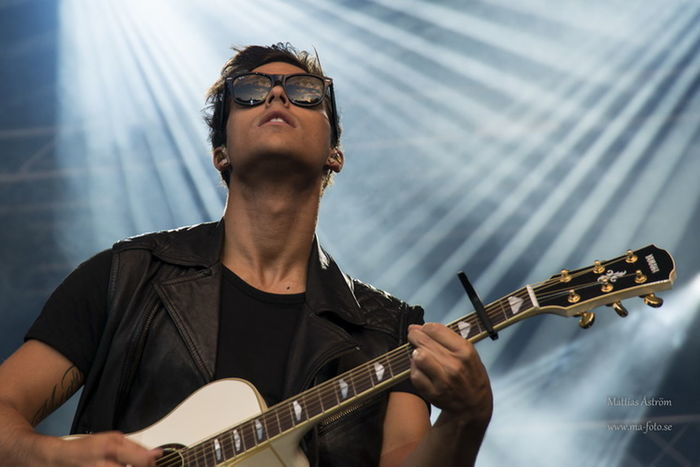 Swedish artist Eric Saade. Ericsaade Eurovision Live Live Music Music Musician Guitar Lights Entertainment Singer  Sunglasses Handsome Young Men Hot Man Popular Eric Saade :) Melodifestivalen Mello Festival Check This Out Stage Lights Stage Show Artist Taking Photos Original Photography