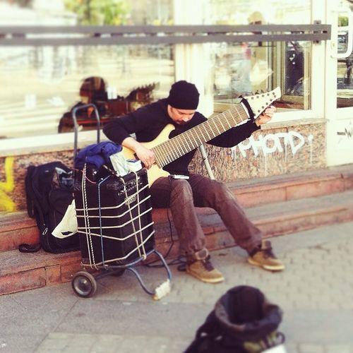 Hello World Today's Hot Look Live Music Guitar классный был денек и этот парень тоже достоин называться- классный🔥🔥