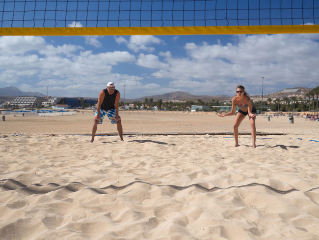 beach volleyball - a team is waiting for the assumption 30 Action Activity Adults Only Athletic, Ball Beach Beach Volleyball Bump Competition Dredge Outdoors Playing Recreational Pursuit Sand Sport, Summer Sunny Team Togetherness Training Vacations Volleyball - Sport Woman Young Adult