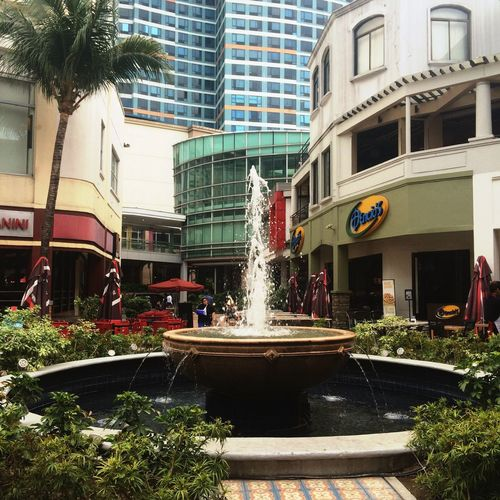 What can you say about the ⛲️? Hello World Shopping Relaxing Quality Time Eastwood Eastwood City Mall Hanging Out Fountain View Foods Foodchain Philippines Water Water Fountain Amazing Photography