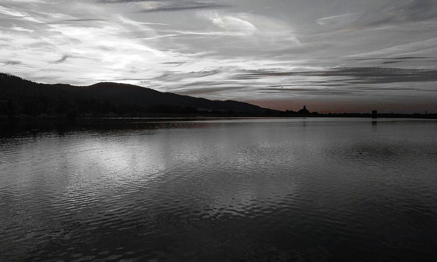 Relaxing Taking Photos Enjoying Life Hello World Walking Around The City  Monochrome Waterscape Beautiful Places Sky And Clouds Black And White