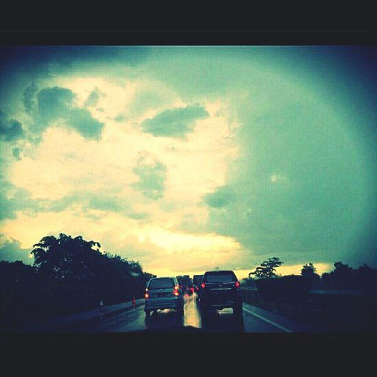 There is rainbow but ga keliatan coy :((