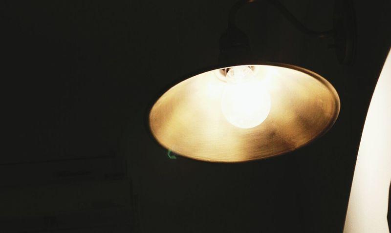 Cafe Filament Light Flair Warm @korea seoul gui-dong @Canon EOS-100D / 17-50mm f2.8
