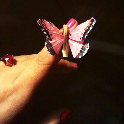 As pessoas grandes adoram os números. Não perguntam nunca qual o som da sua voz e nem se você coleciona borboletas. (O Pequeno Príncipe) 👑