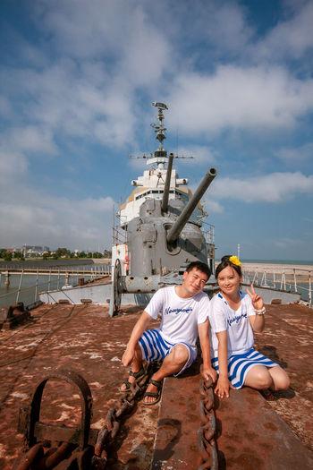 Friendship Togetherness Men Sea Beach Portrait Full Length Couple - Relationship Young Women Bonding