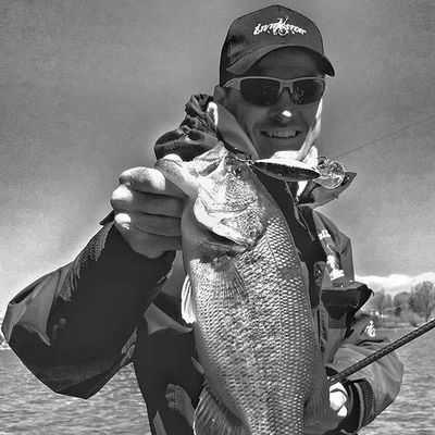 Very very cold day but still catching!Bassfishing Livingstonlures WileyX