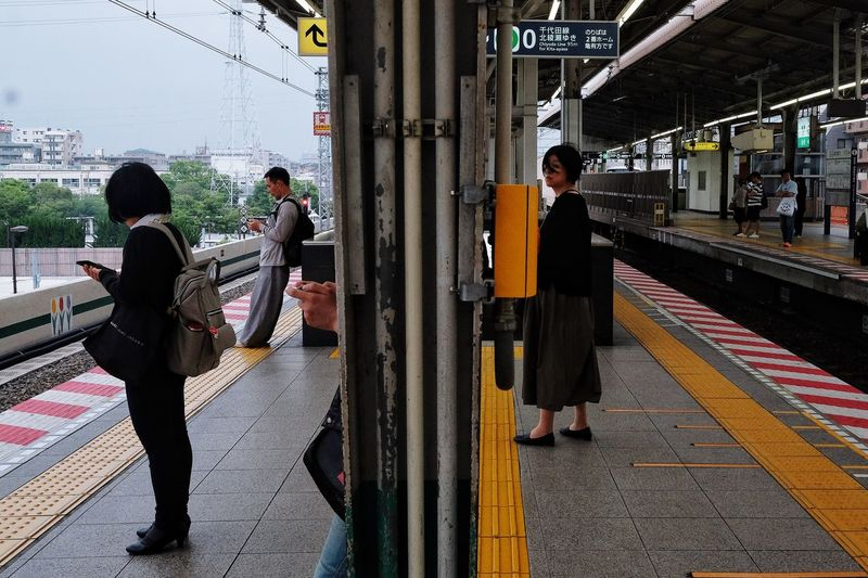 Japan2018 The Street Photographer - 2018 EyeEm Awards The Traveler - 2018 EyeEm Awards Streetphotography Everydayeverywhere Colors FilipinoStreetPhotographers Transportation Real People Architecture Men Built Structure Railroad Station Platform Mode Of Transportation Public Transportation Women