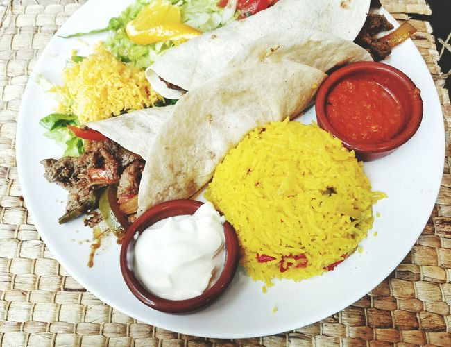 Meat wraps with rice and yogurt