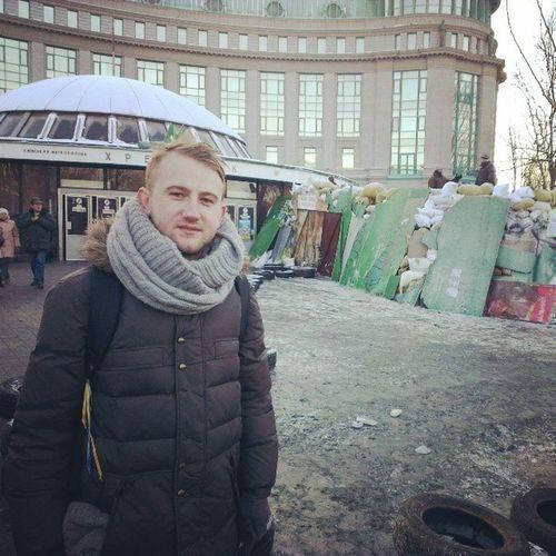 """На верхнем выходе из метро """"Крещатик"""" охуенно. евромайдан євромайдан"""