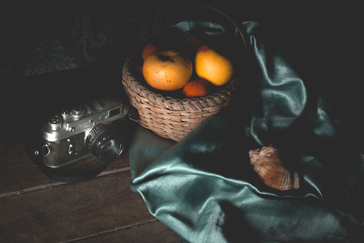 Still life Food And Drink Healthy Eating Food Fruit Wellbeing Freshness Basket Container Indoors  High Angle View Still Life Orange Color Citrus Fruit No People Textile Orange Orange - Fruit Table Apple - Fruit Wicker Ripe