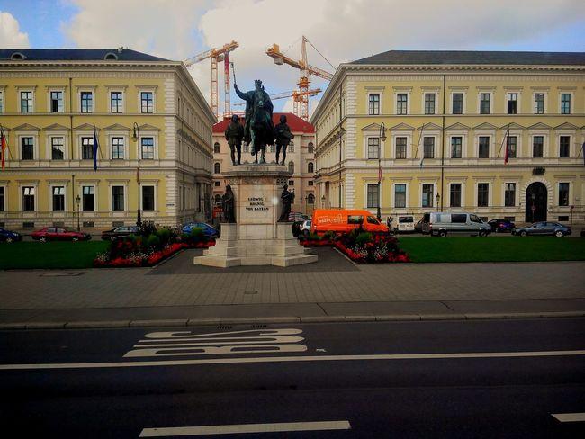 Architecture Statue München