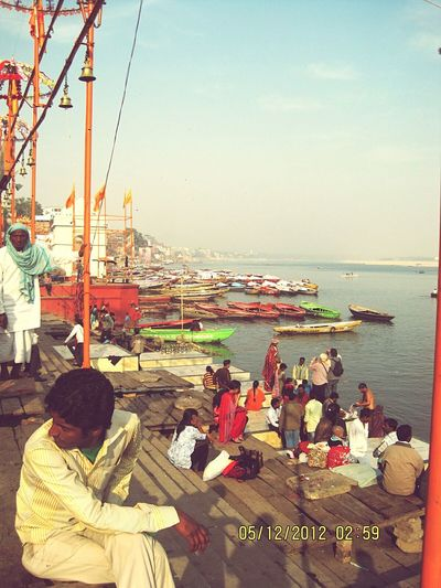 Temple Ganga Aarti Peace Prayer Gangaghat Ganga River Water Scenics Holyplace To Visit Holyplace Devotion Devotional Peaceful Prayers Temples Oldestcity Tradition Boats⛵️ Boats Boats And Water Boats On The River