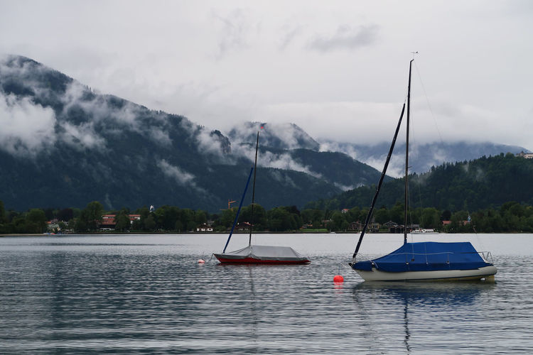 Sailboats in lake against sky