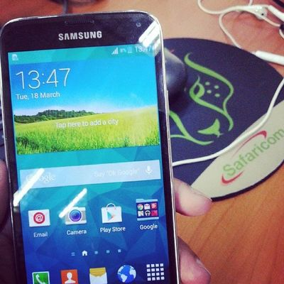 Testing the new Samsung S5 Galaxy Samsung