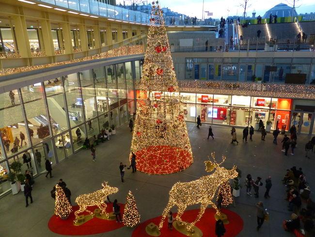 La Canopée Des Halles Forum Des Halles Christmas Tree Christmas Decoration Paris ❤ Parisisforlovers Paris Is Magic France🇫🇷 Visitparis Evening Light