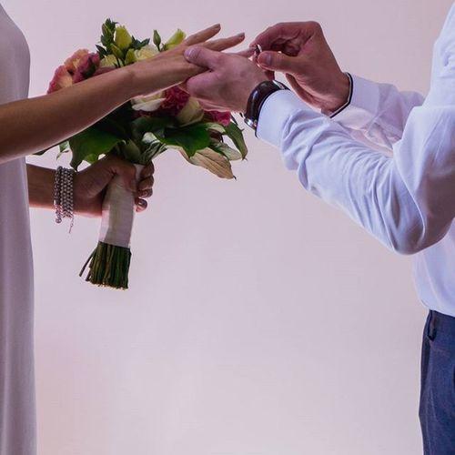 И лёд тает, когда мы светим, и сердца открываются, когда мы любим, и люди меняются, когда мы открыты, и чудеса происходят, когда мы верим. свадьба казань Kzn фотограф женихИневеста счастливы советдалюбовь