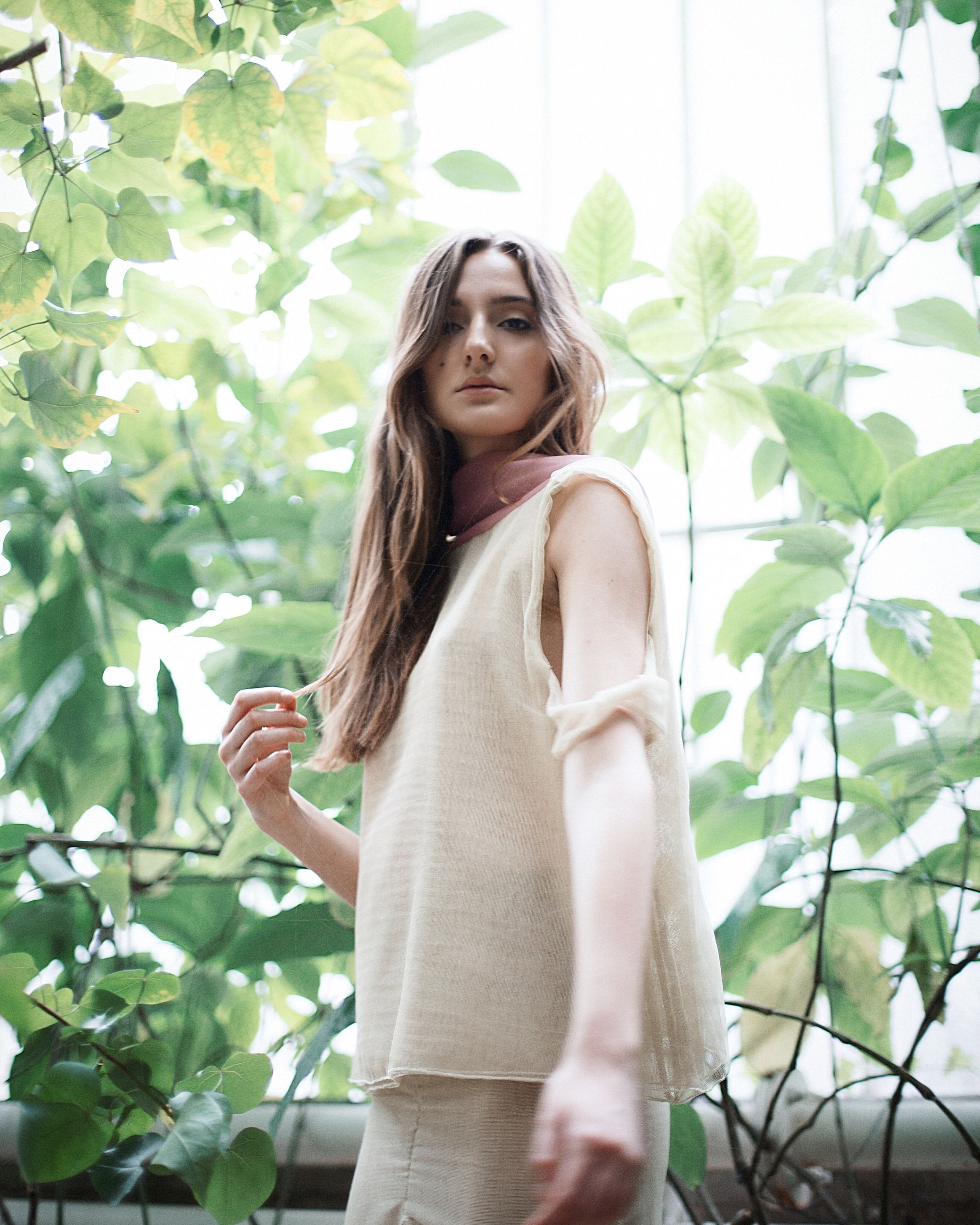 young adult, young women, long hair, person, looking at camera, portrait, lifestyles, front view, standing, three quarter length, leisure activity, casual clothing, tree, smiling, beauty, waist up, leaf