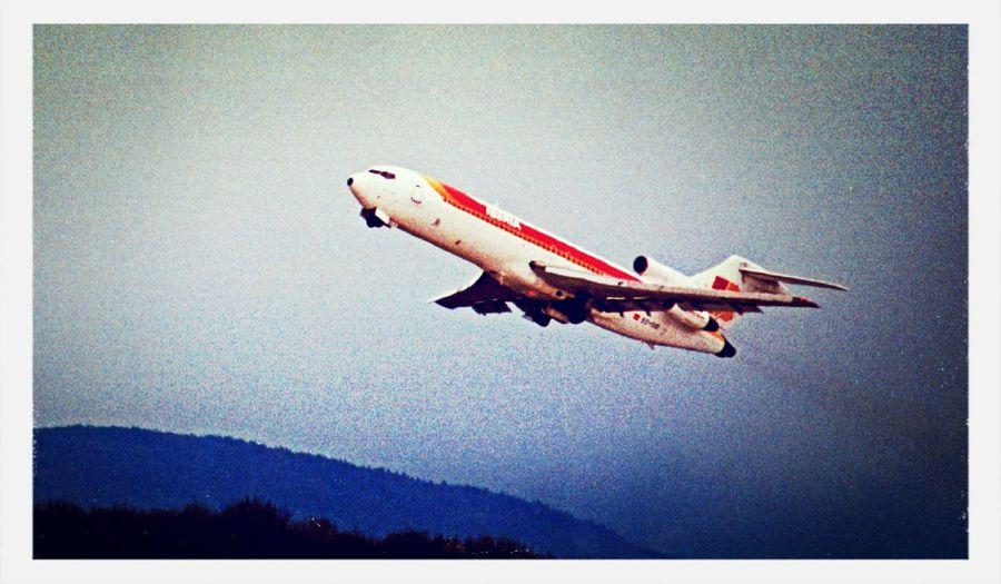 Plane Boeing 727 TakeOff
