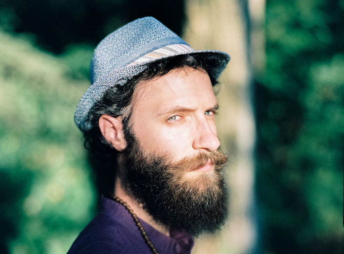 EyeEm Selects Portrait Men Beard Headshot Handsome Serious Close-up Hipster - Person Thinking Pretty Caucasian Plain Background