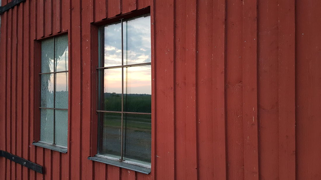 Bauernhof Farm Evening Sky Reflections Window Fenster Sweden Swedish Schweden Farm Life Eyeem Switzerland EyeEm Gallery Gärsnäs