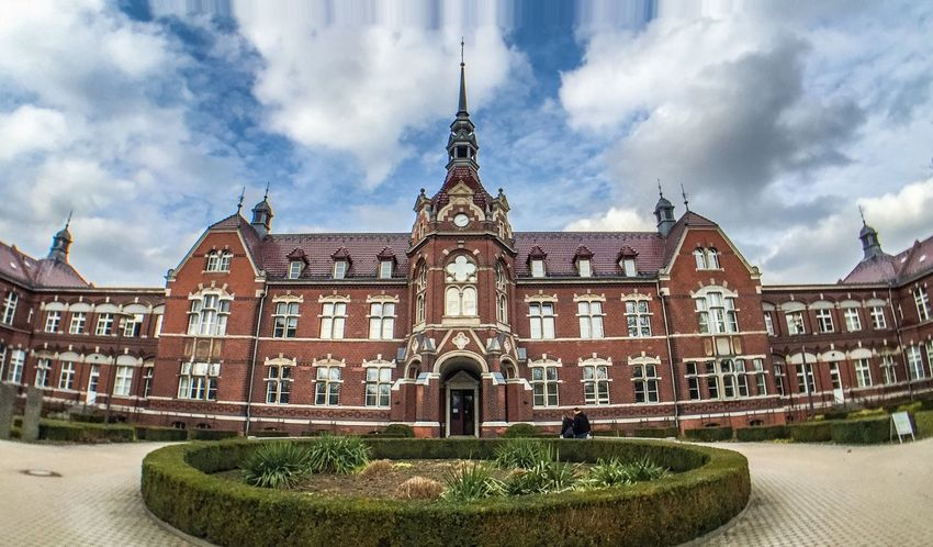 LVC Hospital Krankenhaus Architecture Widescreen Wide Angle Ultrawideangle Red Building Old Buildings Oldschool