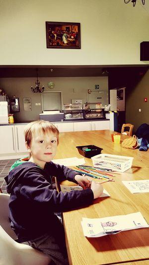 Jaan creating masterpieces with a masterpiece in the background Boerenbruiloft Pieterbruegeldeoude