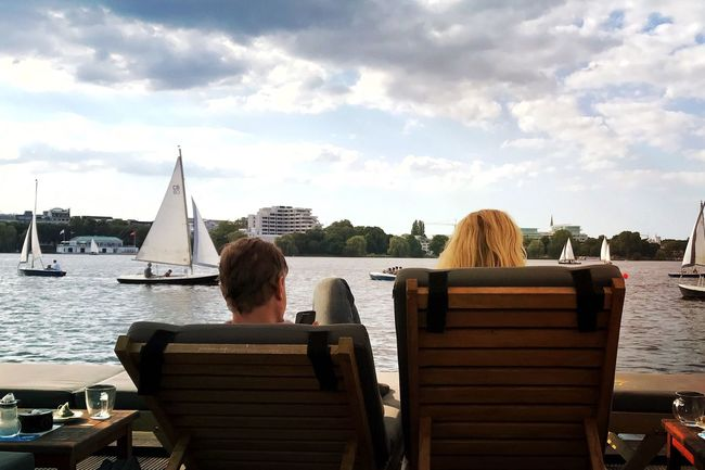 Real People Leisure Activity Relaxation Two People Lifestyles Enyoing The Moment Enyoing Life Enyoing The View  Enyoy The Moment View Hamburg Alster View Alster Alster Hamburg Lake View Lounge Relaxing Relaxing Moments Goodlife Sailing Boat Sailboat Summer Summer Views Summertime Summer ☀