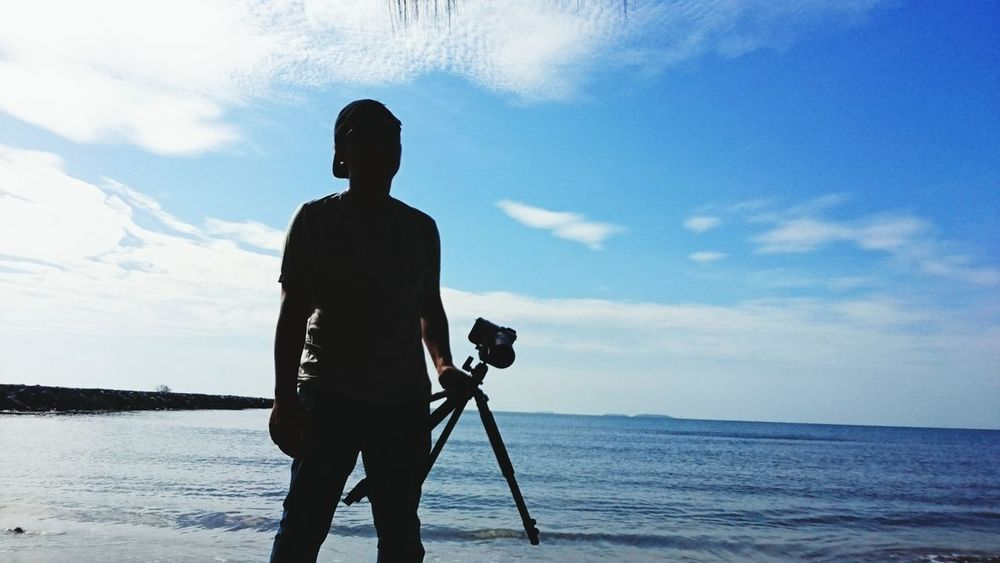 Camaraman Photography Themes Camera - Photographic Equipment One Person Three Quarter Length Photographer Outdoors Holding Sea Cloud - Sky Beach SLR Camera Adult One Man Only Day Sky People EyeEmNewHere
