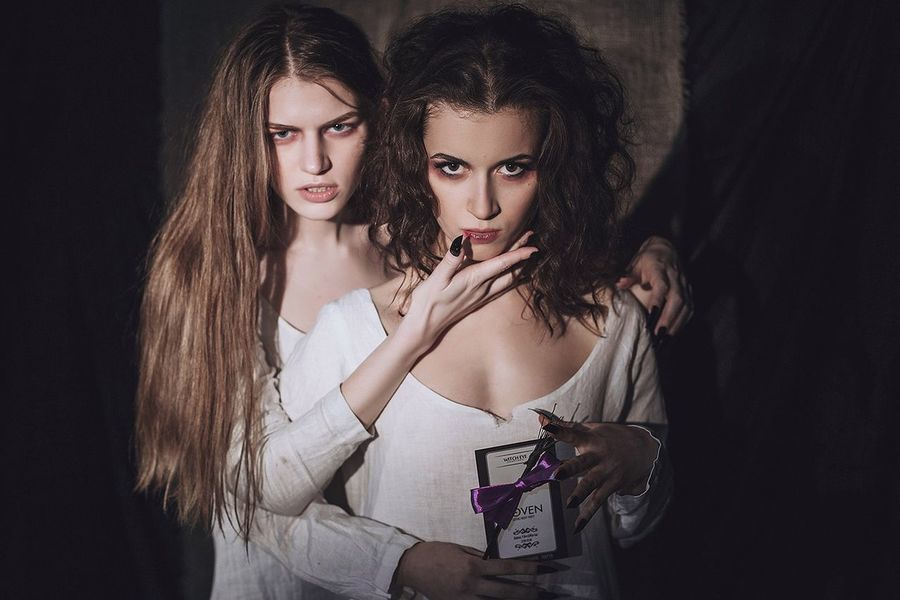 That's Me Model Modeling Studio Witches Darkness And Light Dark Photography Light And Shadow People