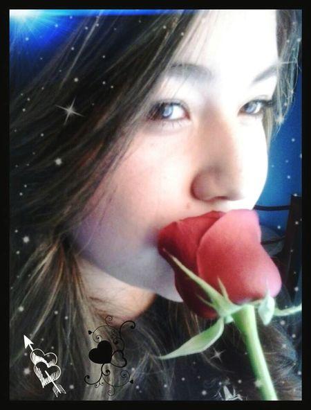 La delicadesa y belleza de una rosa lo encuentras en la mujer.