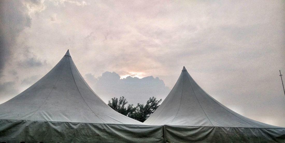 Senja diantara dua tenda