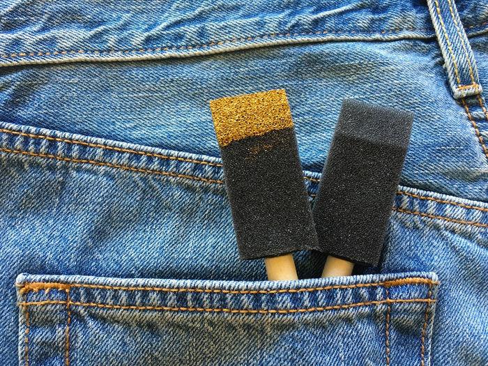 Close-up of sponge in back pocket