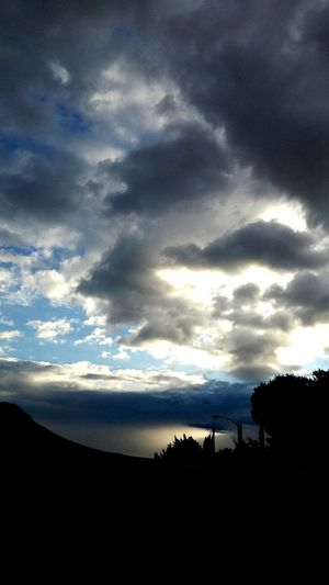 Light And Shadow Silhouette Cloud_collection  Sky_collection DesertSky Rain Sunrise // happy cold and rainy Wednesday 💛