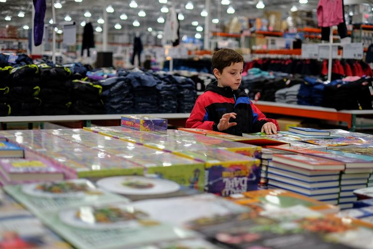 Visual Journal January 2018 Lincoln, Nebraska A Day In The Life Books Camera Work Costco Everyday Lives EyeEm Gallery FUJIFILM X-T1 Photo Essay Shopping Visual Journal Always Taking Photos Boys Candid Photography Childhood Day Fujinon 35mm 1.4 Indoors  One Person People Photo Diary Real People S.ramos January 2018