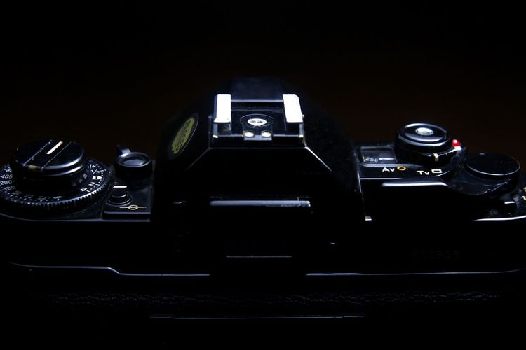 close up shot of a vintage manual 35mm film camera Photo Photography Photographer Classic Vintage Retro Retro Styled Camera Camera - Photographic Equipment SLR Camera Film Film Photography Filmcamera 35mm 35mm Film 35mmfilmphotography 35mm Camera Manual Focus Hotshoe Shutter Aperture Shutterspeed