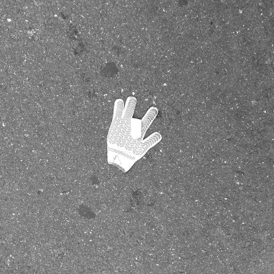 Hemos visto el mismo guante perdido@underflow????? Tokyo IPhone Street Photography