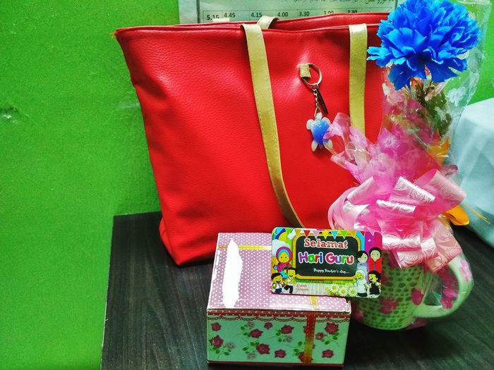 Teachers day present Happy Teacher's Day Teachers Day Celebration...!!! Teachers Day Card Happy Teachers Day Teachers Gift Christmas Present Christmas Decoration Christmas Celebration Ribbon - Sewing Item Surprise Close-up Gift Box Birthday Present Jewelry Box Mother's Day Anniversary Box - Container